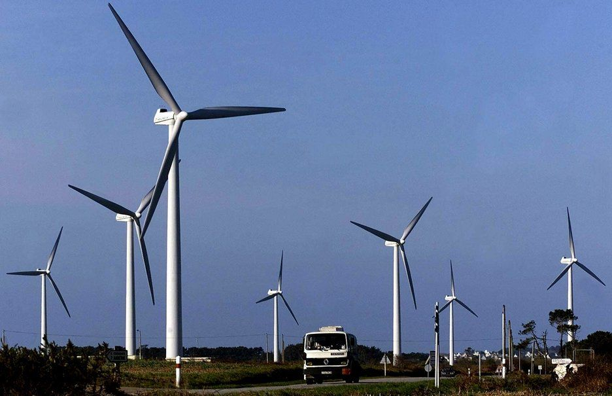 VOKSENDE NÆRING: Verden har skjønt at fornybar energi er en raskt voksende sektor som gir arbeidsplasser og næringsutvikling. Slik forklarer Norsk Vindkraftforening den globale veksten i installert vindkraftkapasitet. Nå venter de på at Norge følger etter.