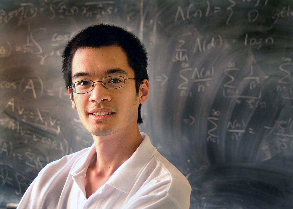 """Australieren Terence Tao er årets Onsager-foreleser ved NTNU. Han ble blant annet utpekt til """"Brilliant 10"""" av Popular Science i 2006."""