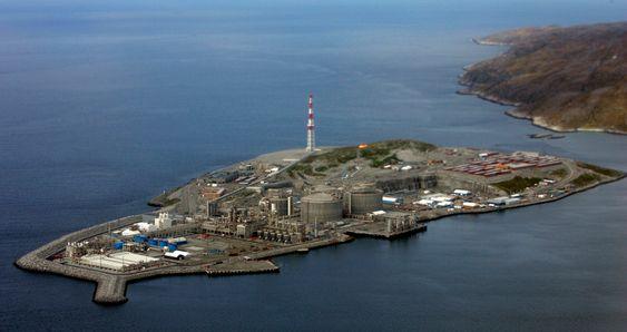 HAMMERFEST 20070611 Oversiktsbilde av Statoils anlegg på Melkøya for mottak av gass fra Snøhvit-feltet.  Foto: Terje Bendiksby / SCANPIX