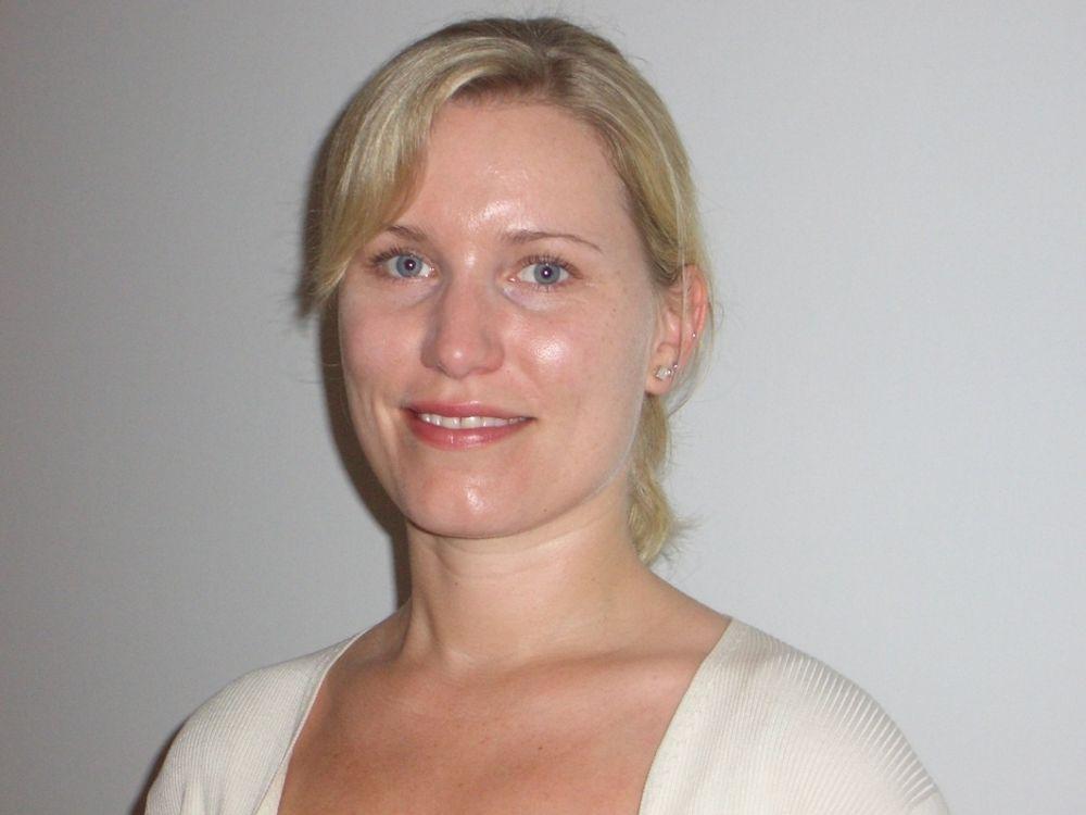 Birgit Farstad Larsen (33), internasjonal direktør i COWI, liker seg i hjelm. Men kan ikke tenke seg en jobb i hvit frakk.