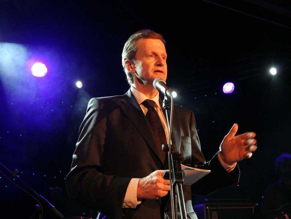 MOBILKONGEN: Konsernsjef Jon Fredrik Baksaas feiret i Barcelona i februar at Telenor er blitt verdens sjette største mobiloperatør. Men dette hjelper ikke de 100 som nå får sparken hos selskapet.