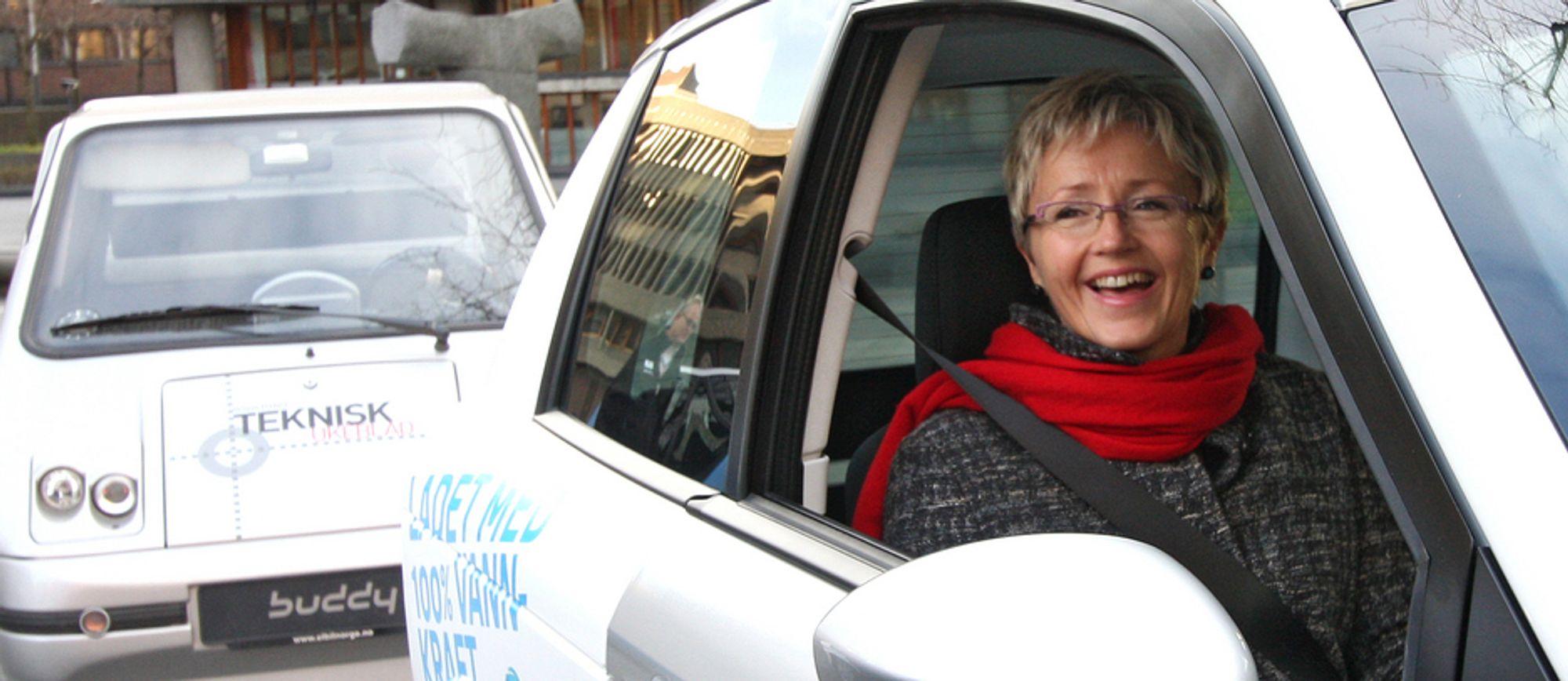Samferdselsminister Liv Signe Navarsete nedsetter nå et ekspertutvalg som skal blinke ut tiltak for å legge enda bedre til rette for elbiler i Norge.
