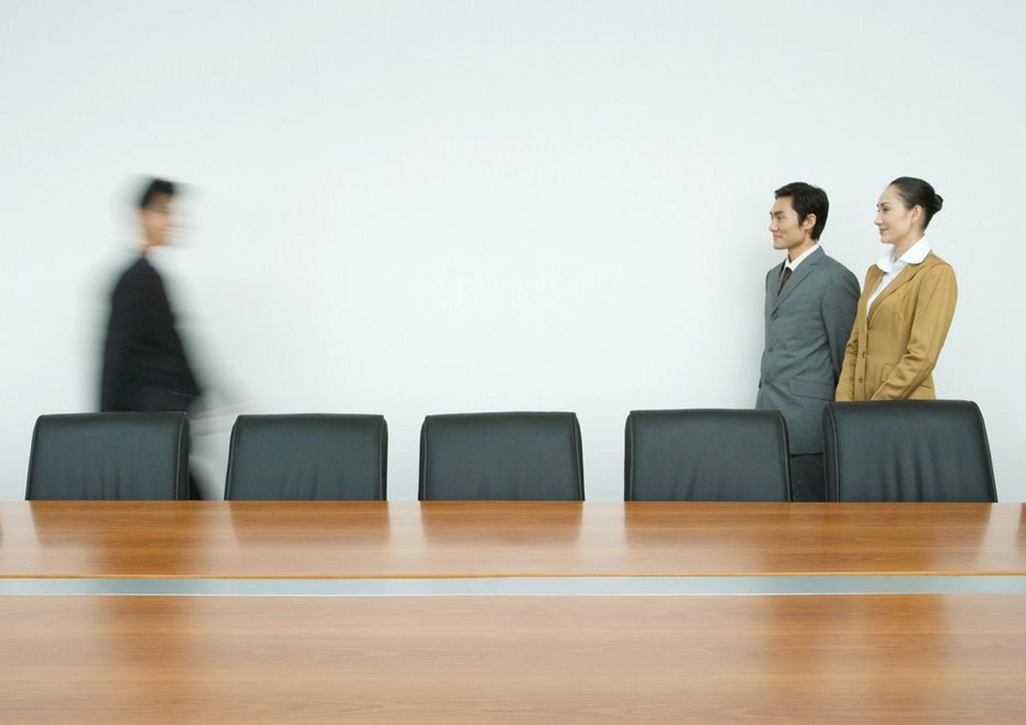 Møterom. Styrerom. Businessfolk. Businessmann, Stress. Arbeidsliv. Arbeidsledighet. Stramt arbeidsmarked.