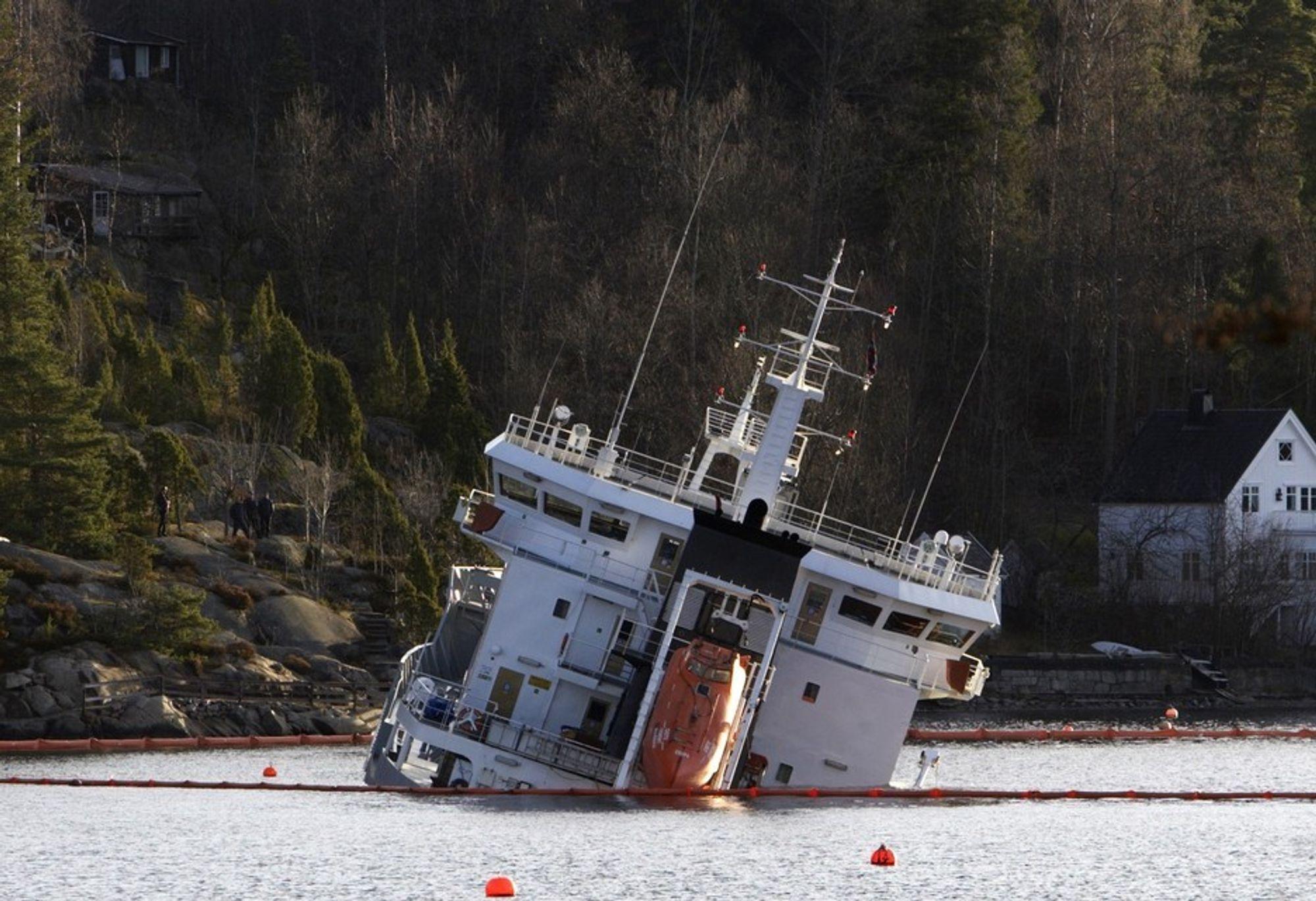 Crete Cement sank dypere og dypere i løpet av dagen. Det er 11 meter dypt utenfor Fagerstrand.