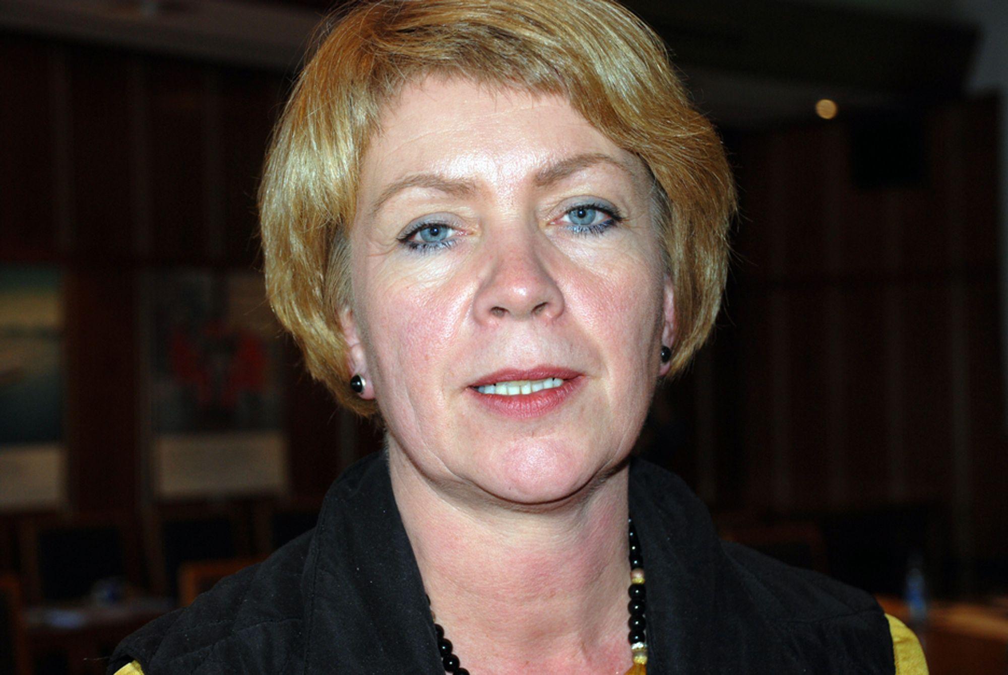 Olje- og energiminister Åslaug Haga er sykmeldt i fire uker på grunn av høyt blodtrykk.