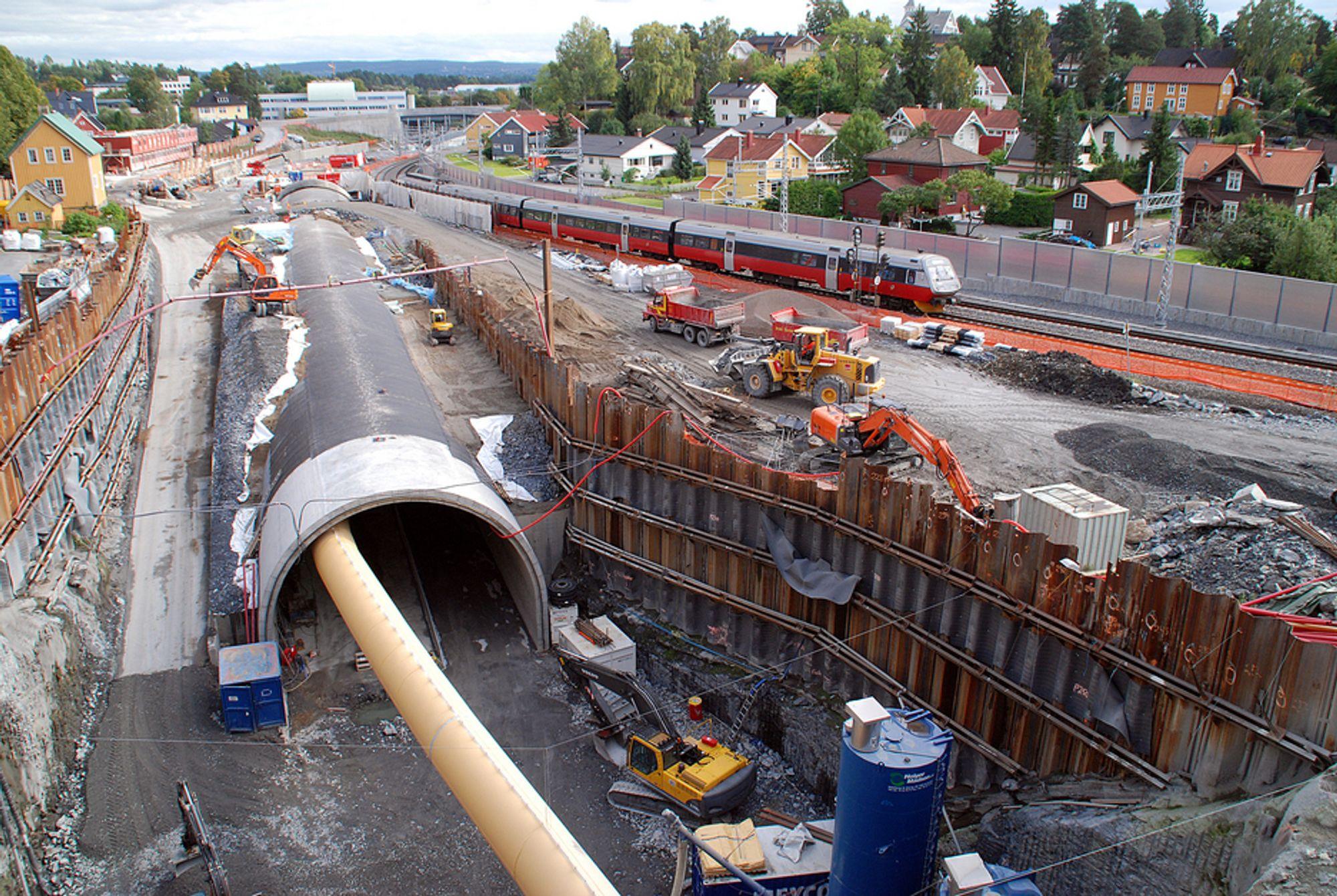 Skanska er tungt involvert i Bærumstunnelen, men må nå si opp 800 ansatte i Norge grunnet lavere ordrevolum.