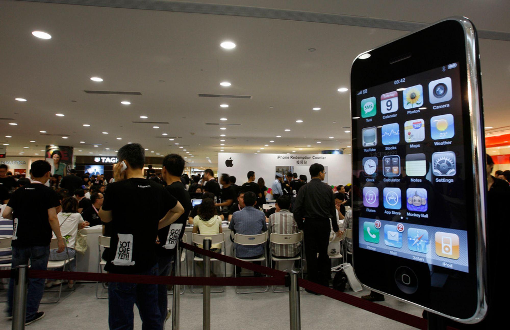 TRENGSEL: Folkemengden var massiv da iPhone 3G ble lagt ut for salg i Hong Kong.