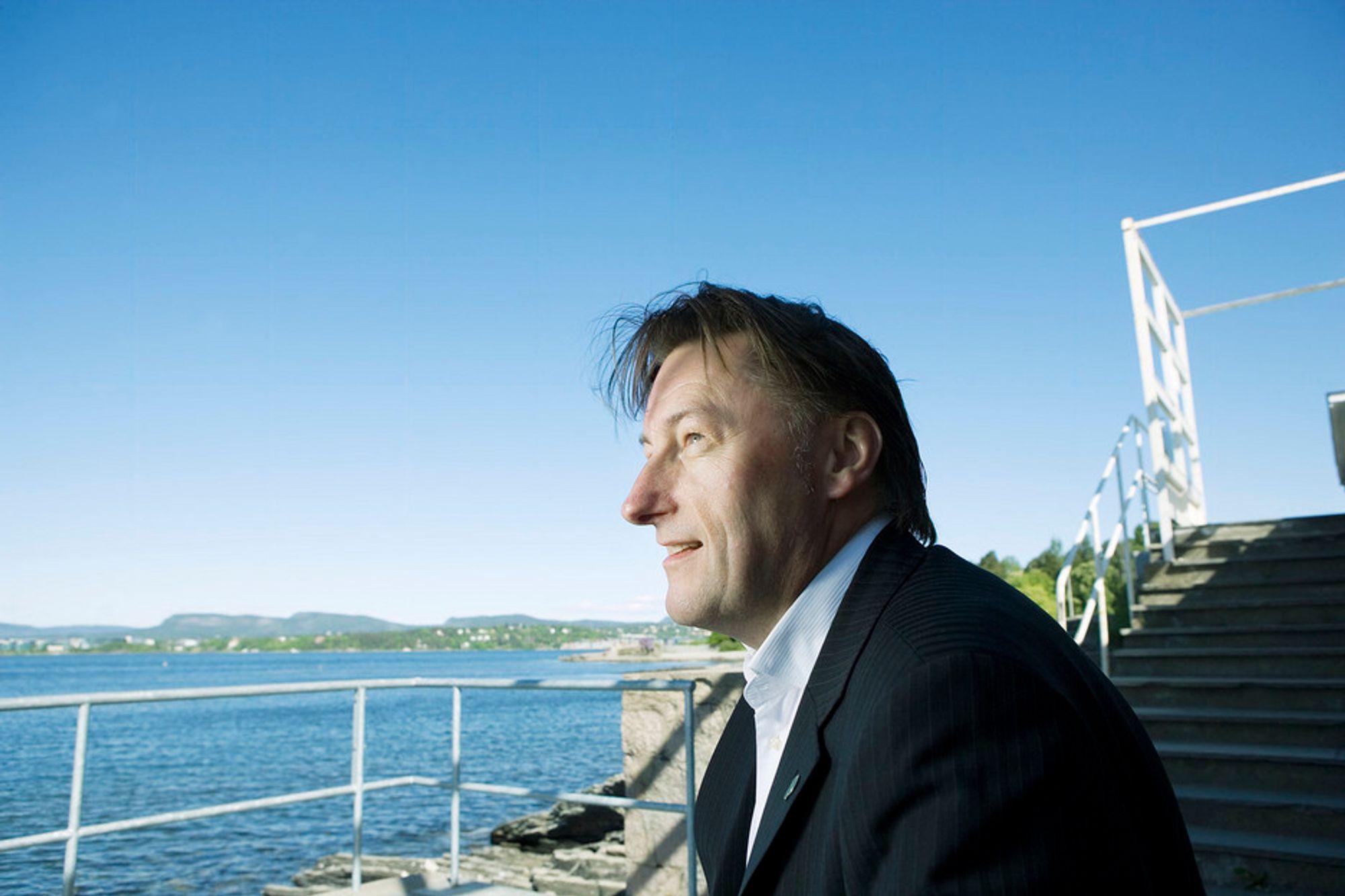 Helge Kvamme i PwC mener granskere bør autoriseres for å ivareta rettssikkerheten.