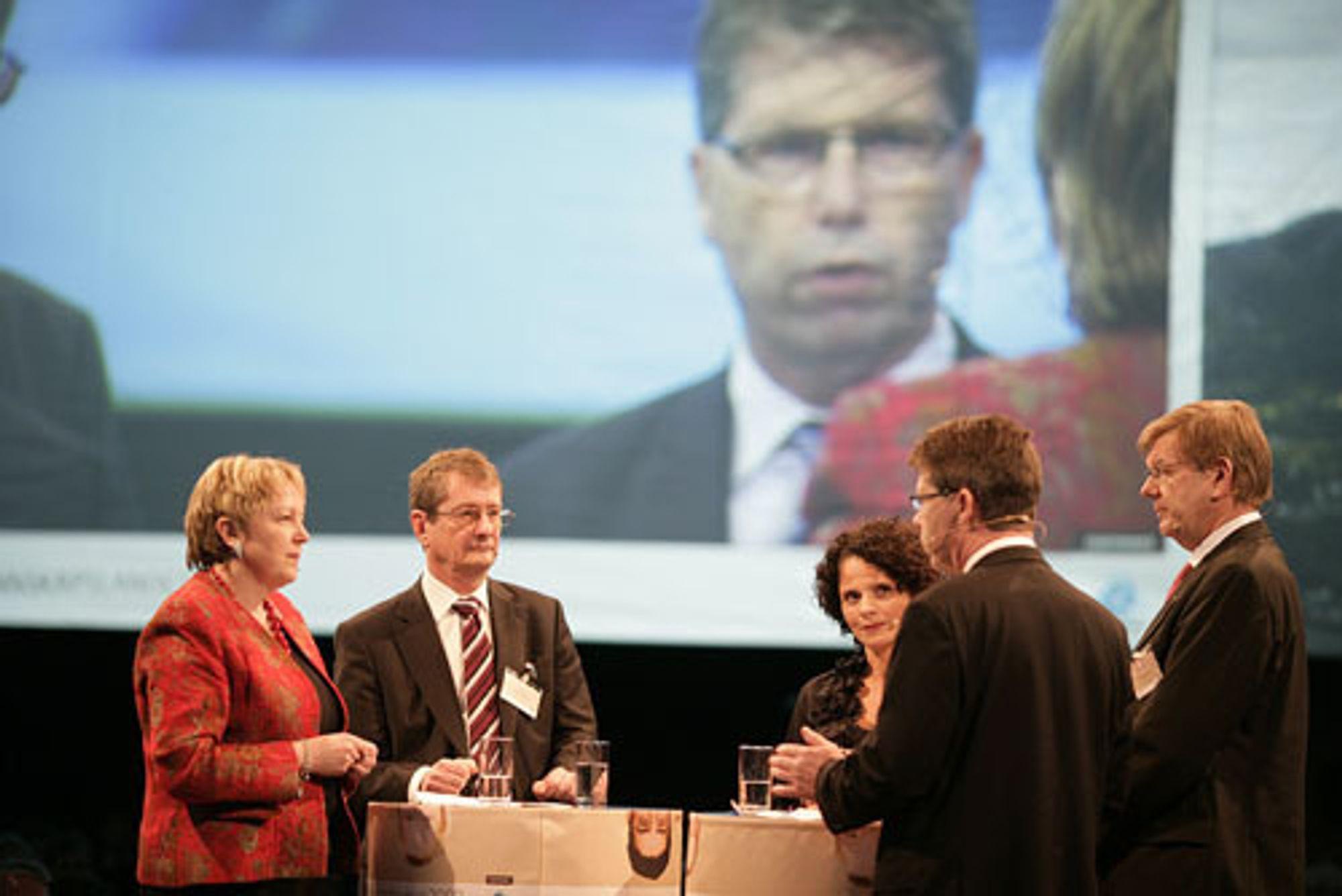 NHO krever 20 milliarder kroner i et teknologiløft for forskningen. Fra venstre: Sintef-sjef Unni M. Steinsmo, UiO-rektor Geir Ellingsrud, Aker-sjef Leif-Arne Langøy og NHO-direktør Finn Bergesen jr.