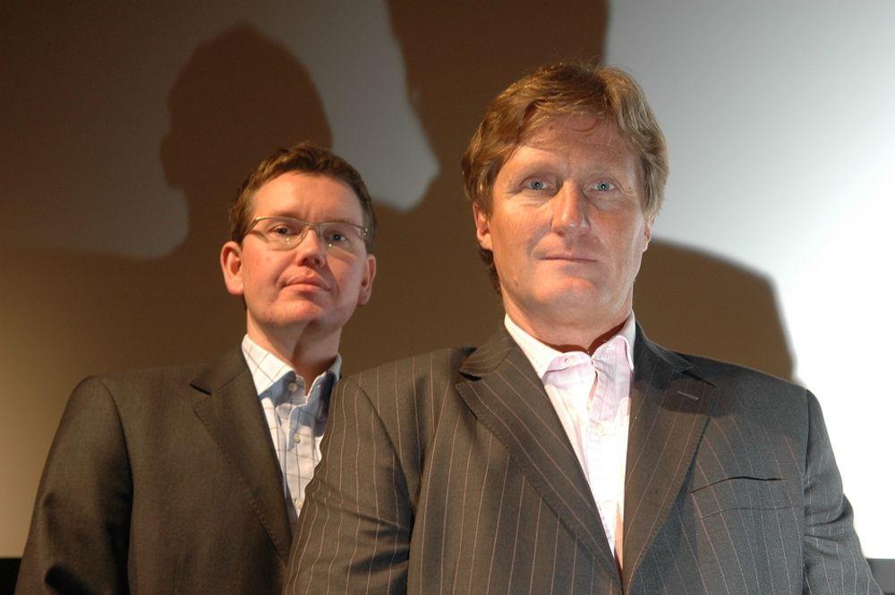SAVNER BEDRIFTSLEDERE: - Norske bedriftsledere bør bli mer interessert i IT- verktøy for å forbedre produktivitet og kvalitet. Interessen var større på 1980-tallet, sier Helge Kjeilen. Over skulderen ses Lars Fossum.