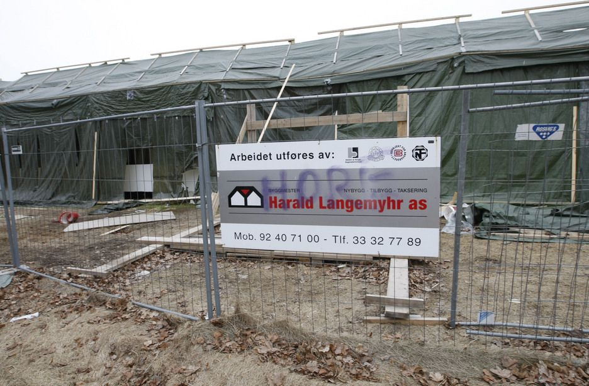 STENGT: Oslo kommunes Omsorgsbygg stengte fredag den omstridte byggeplassen på Økernhjemmet i Oslo der polske arbeidere jobbet og og levde under uverdige forhold.
