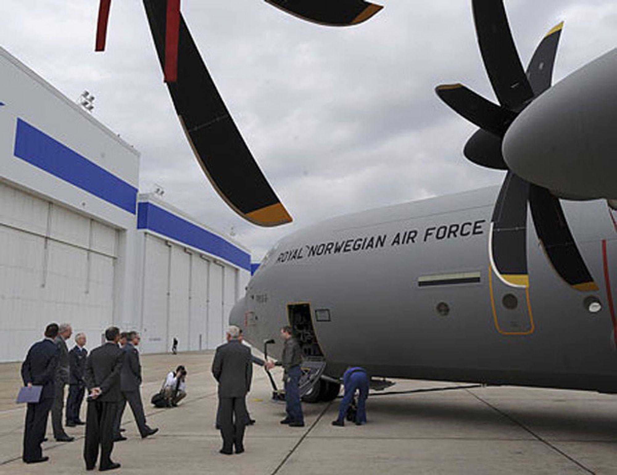 C-130J Hercules er et større fly enn de gamle C-130H. Derfor kan fire nye fly erstatte seks gamle.