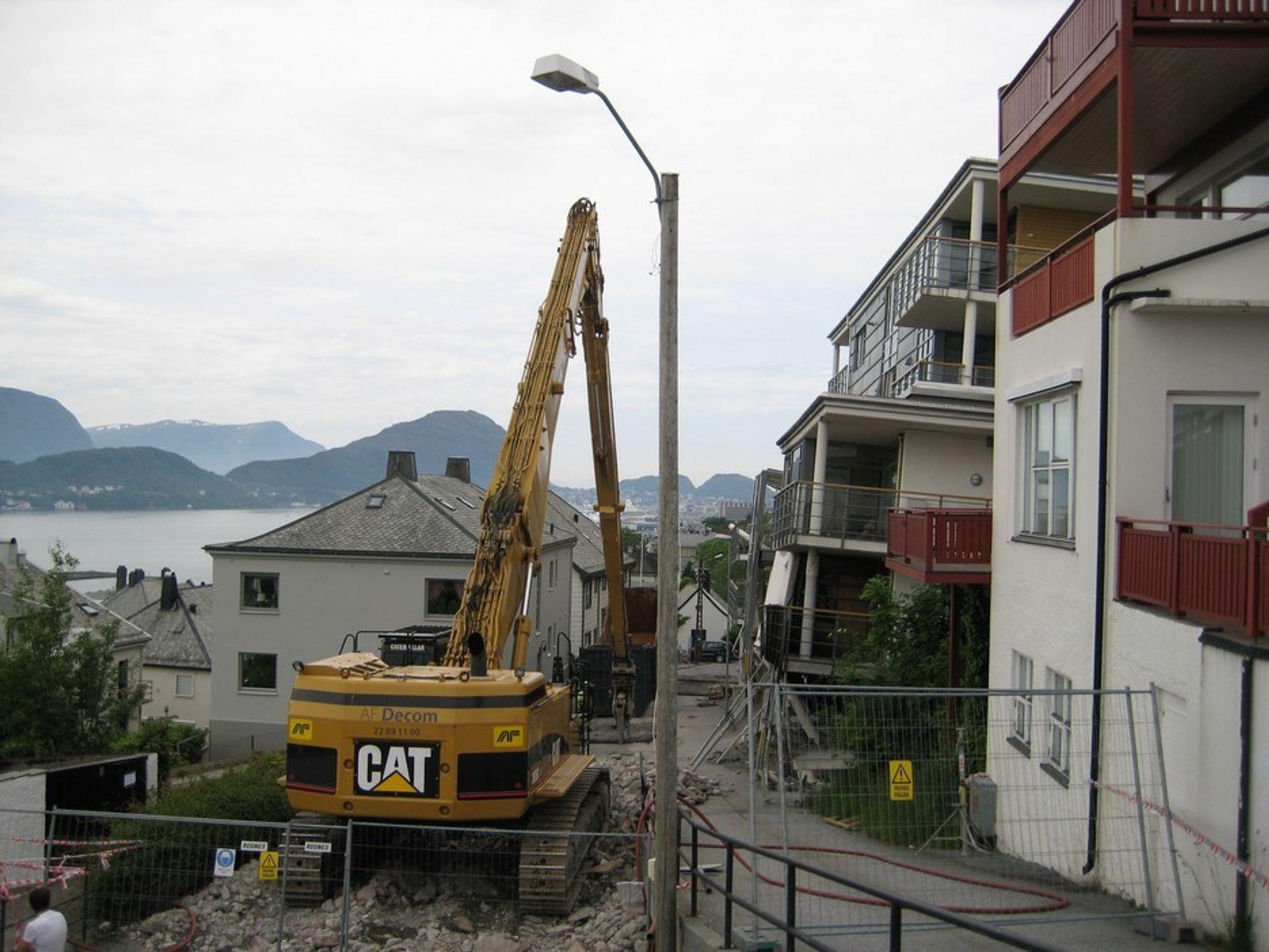 Blokka i Fjelltunvegen 31 skal rives etasje for etasje.