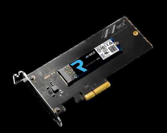 TO I ETT: NVMe-baserte SSD-er er mye raskere, men krever en egen kontakt. SSD-en på bildet kan både kobles til via en vanlig PCIe-kontakt, eller skrus løs og kobles til via M.2.