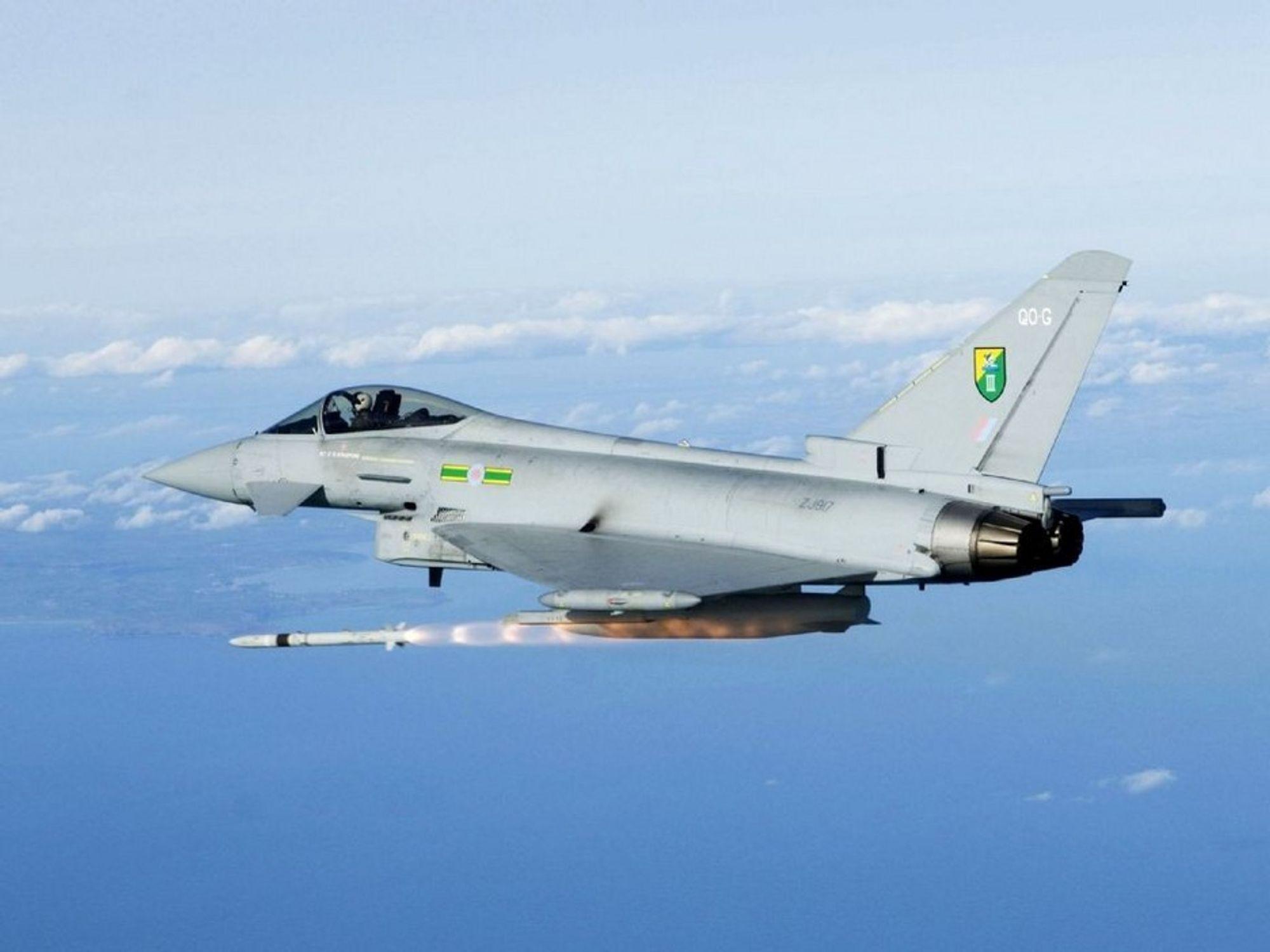 OVER HAVET: En av grunnene til at det har tatt så mange år å evaluere hva slags kampfly Norge må ha når F-16 fases ut om åtte år, er den enorme havsonen vi må kunne forsvare. Noe av den samme problemstillingen hadde UK da Eurofighter ble planlagt. Derfor har dette kampflyet - som det til nå er bygget 165 stykker av - to motorere og enorm rekkevidde selv med full last. Eurofighter er en av tre kandidater til nytt norsk kampfly.