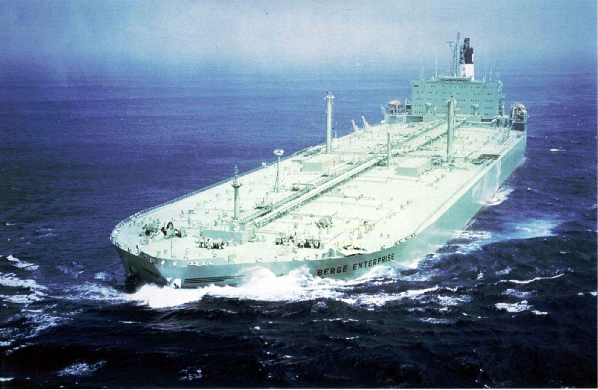 Skipsfarten er en stor CO2-kilde, men verden vil lytte hvis Norge gjør noe med utslippene, tror Erik Solheim.