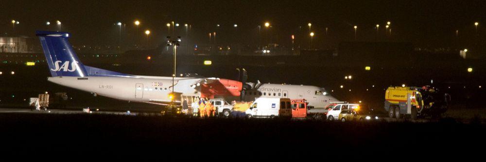 KØBENHAVN 20071027:SAS-flyet av typen Dash 8 Q400 på vei fra Bergen til København som måtte nødlande på Kastrup lørdag ettermiddag. Foto: Johan Nilsson / SCANPIX