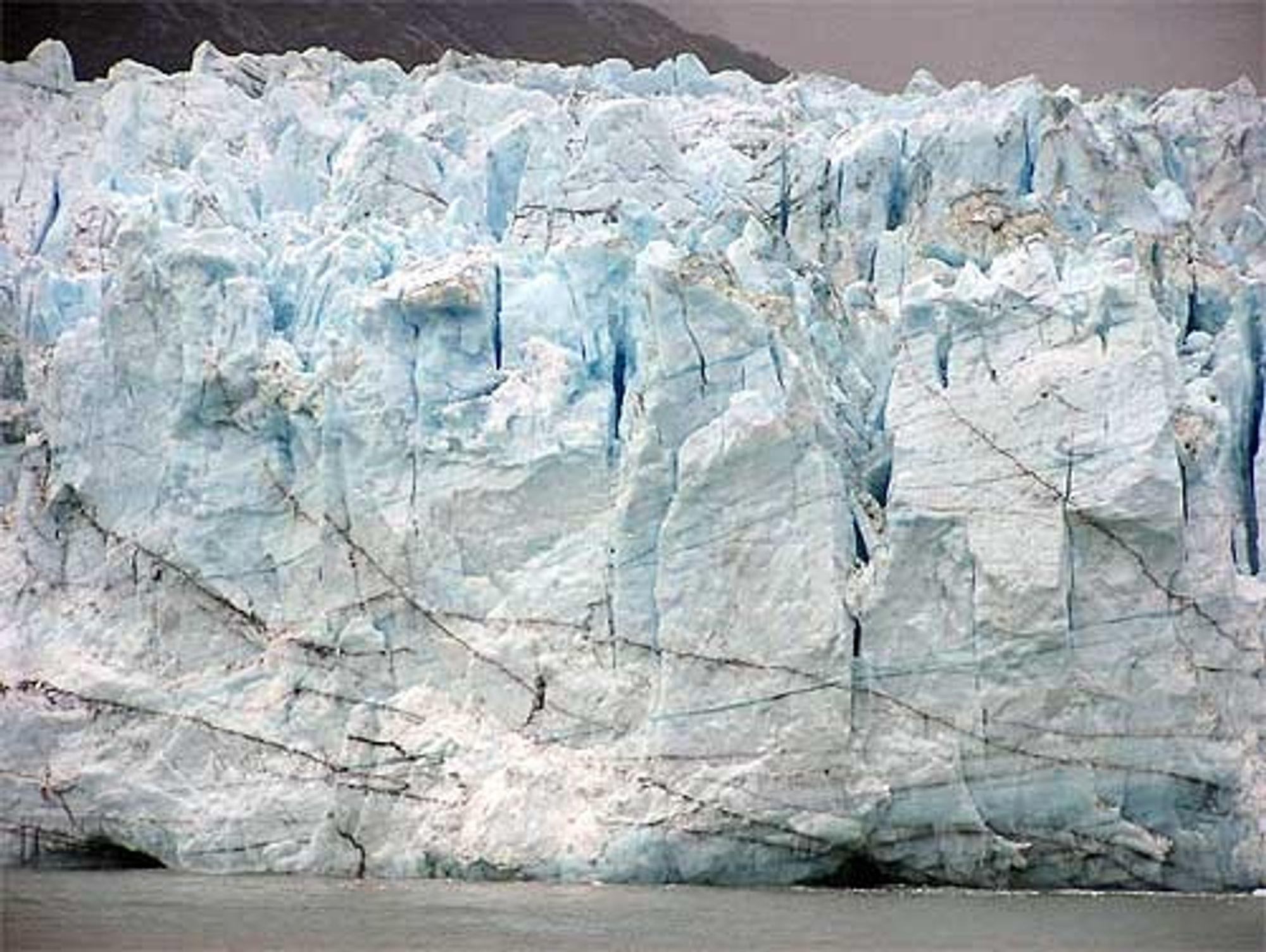 Isen i Arktis og Antarktis smelter og permafrosten forsvinner fra større områder. Klimaet endres raskere og det er vi mennesker delvis skyld i, hevder FNs klimapanel.
