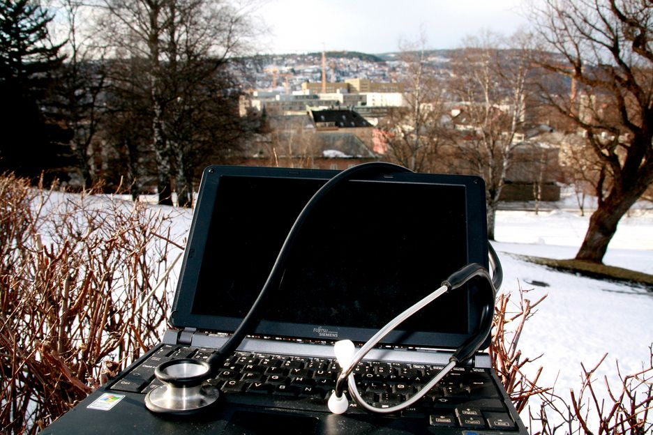 St. Olavs Hospital, laptop, PC, stetoskop, illustrasjonsfoto