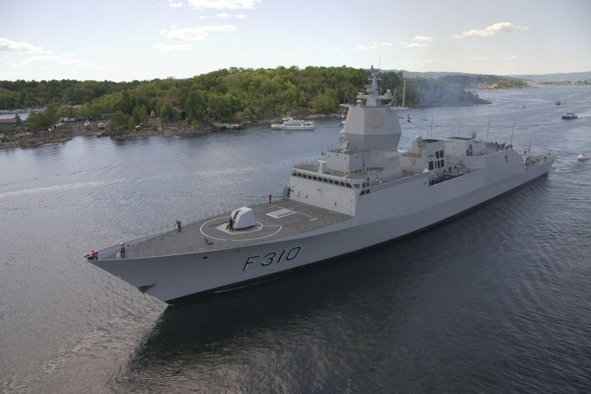 Fregatten KNM Fridtjof Nansen i indre Oslofjord