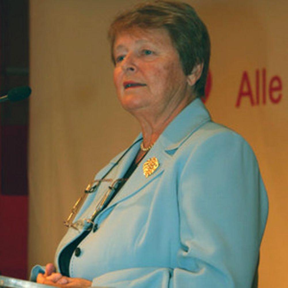 Tidligere statsminister og miljøvernminister i Norge, Gro Harlem Brundtland. 20 år etter FN-rapporten om Bærekraftig utvikling, foreslås en pris i hennes navn. Gro harlem Brundtland ledet arbeidet med rapporten.