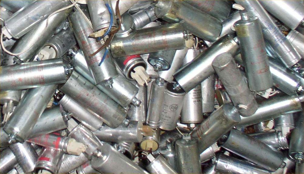 Slike PCB-holdige kondensatorer skal være fjernet fra alle bygg innen 31. desember 2007. SFT truer med kontroller og anmeldelser dersom byggeierne fortsatt ikke har fjernet alt på nyåret.