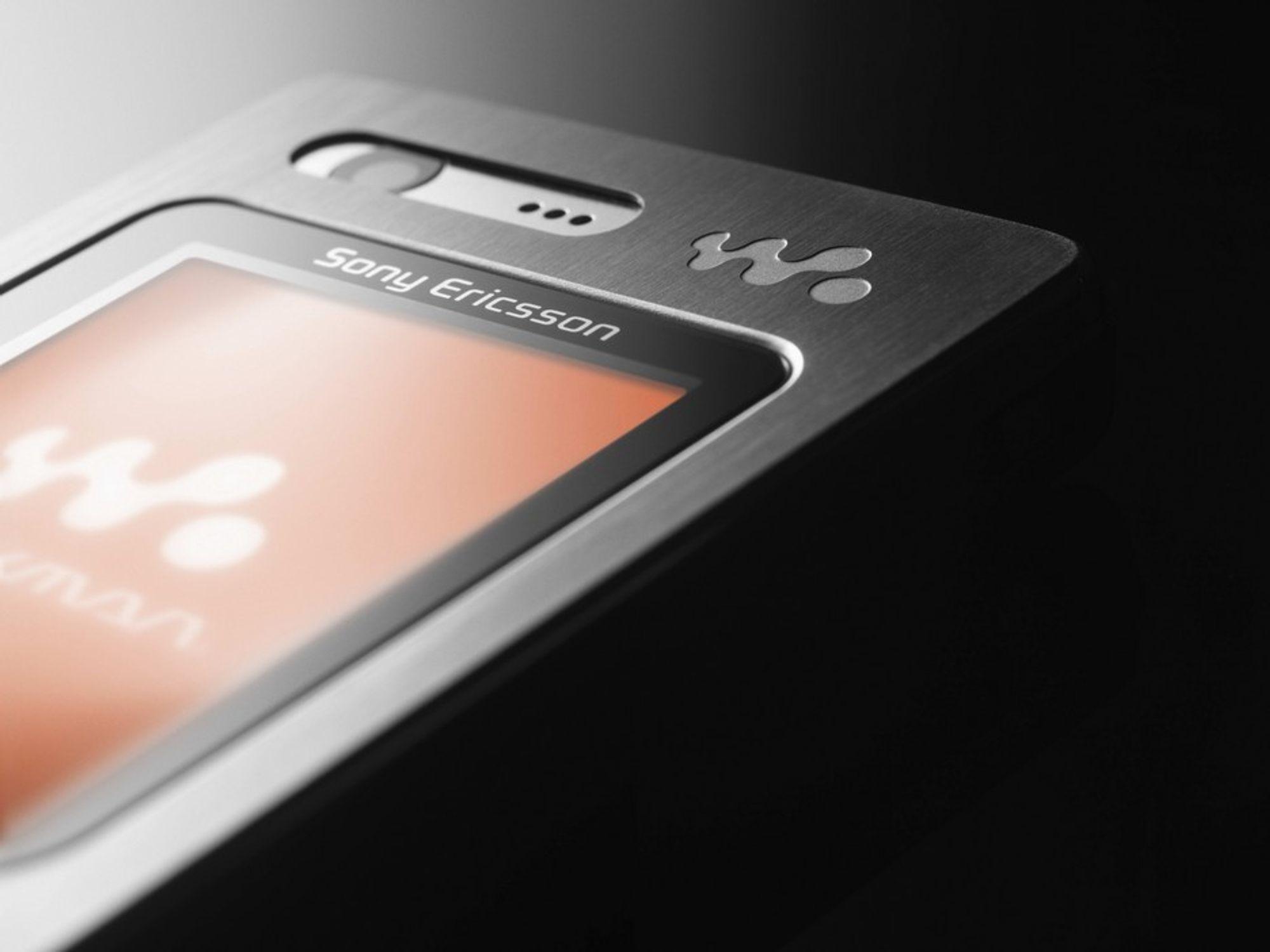 Sony Ericsson W880.