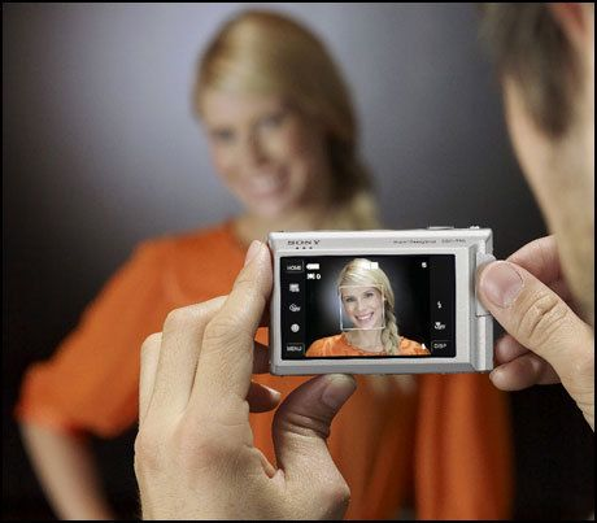 Sonys nye kameraer T200 og T70 tar bilder når du smiler.