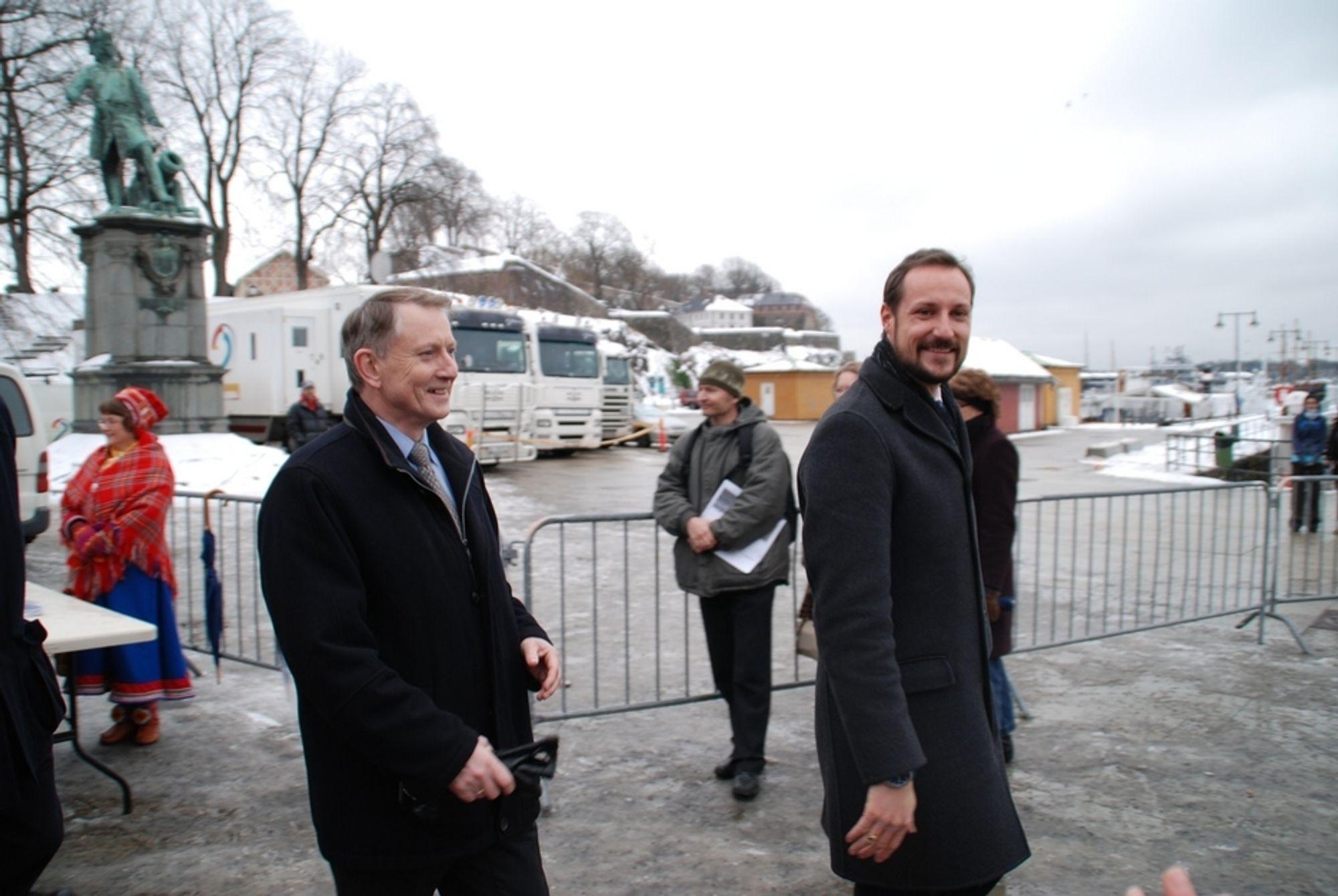 KOS:  Direktør Arvid Hallén i Norges forskningsråd solte seg i glansen av  HKH Kronprins Haakon under åpningne av Polaråret i Oslo 1. mars.