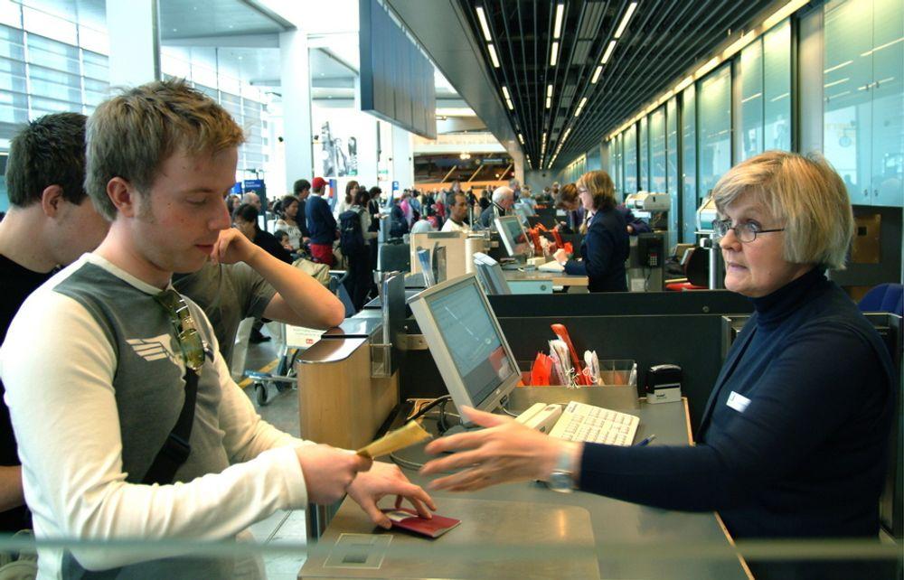 TERRORTILTAK: Som nok et tiltak mot terror, ønsker SAS at fingeravtrykkene til de som sjekker inn bagasje skal sjekkes - og kontrolleres på nytt når passasjerene går ombord i flyet.