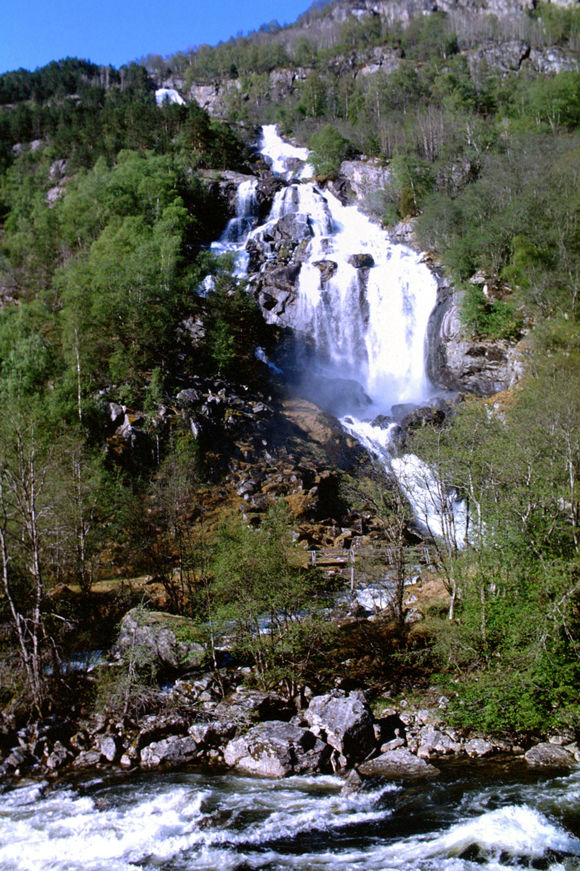 Utbygging av små og mindre elver kan gi Norge mye ny kraft. De 260 søknadene NVE hadde inne pr. desember 2006 innebærer økt kraftproduksjon på 3 TWh.