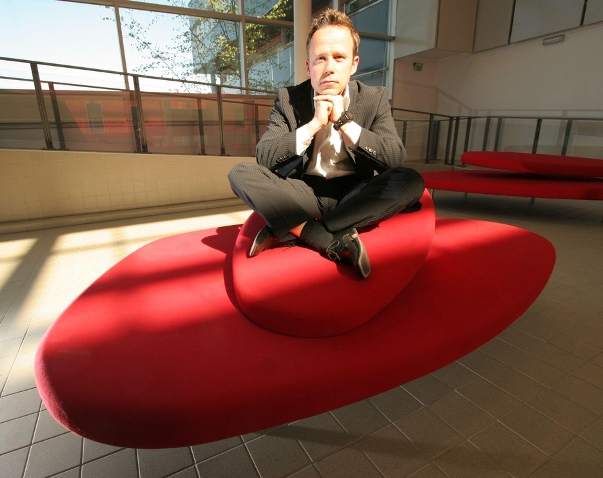 SVEVER PÅ SIKKERHETSBØLGE: Thomas Hagelid har gjort det bra etter at han ble sjef for Nocom i Norge. Nå får han nye eiere å forholde seg til.