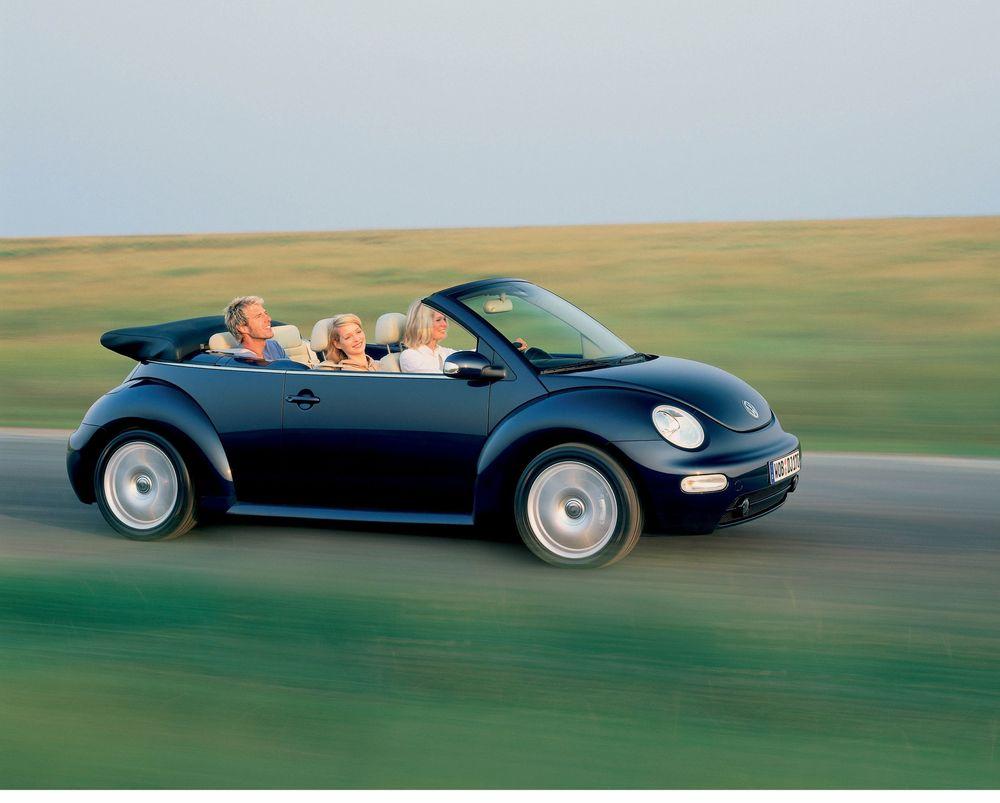KLEMFARE: VW New Beetle Cabrio kan leveres med en elektrohydraulisk takmekanisme som åpner og stenger på tretten små sekunder. Pass fingrene! FOTO: VW