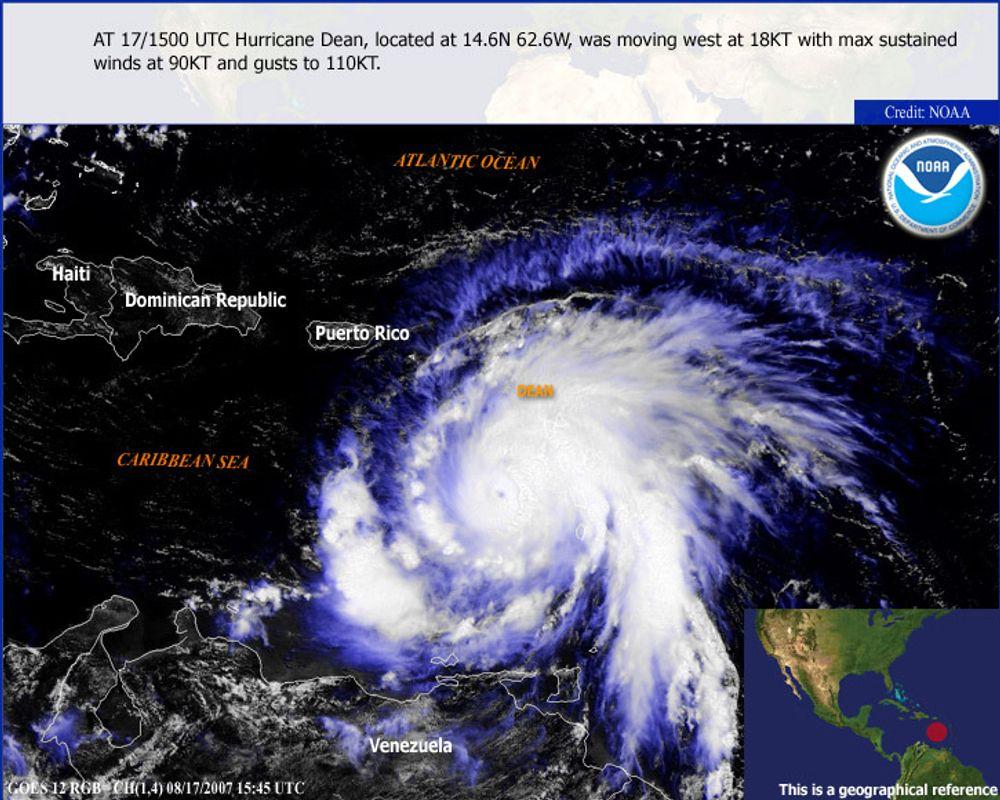 Orkanen Dean herjer i Det karibiske hav søndag 19. august.utenfor