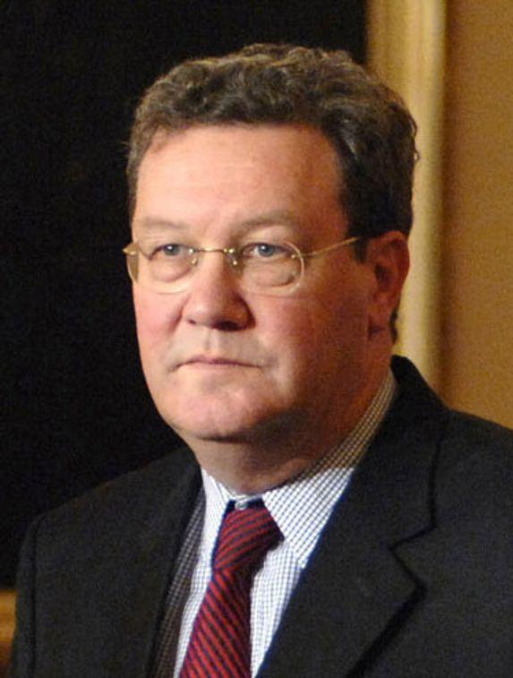 POSITIV: Australias utenriksminister, Alexander Downer, mener det er fint å støtte sivile atomkraftprogrammer i Russland.
