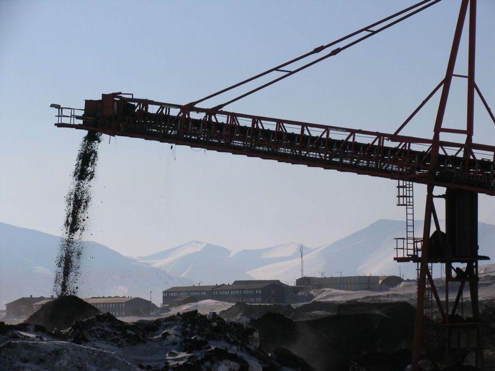 """Svart kull skal gi """"ren"""" energi. Arkivfoto fra Svalbard"""