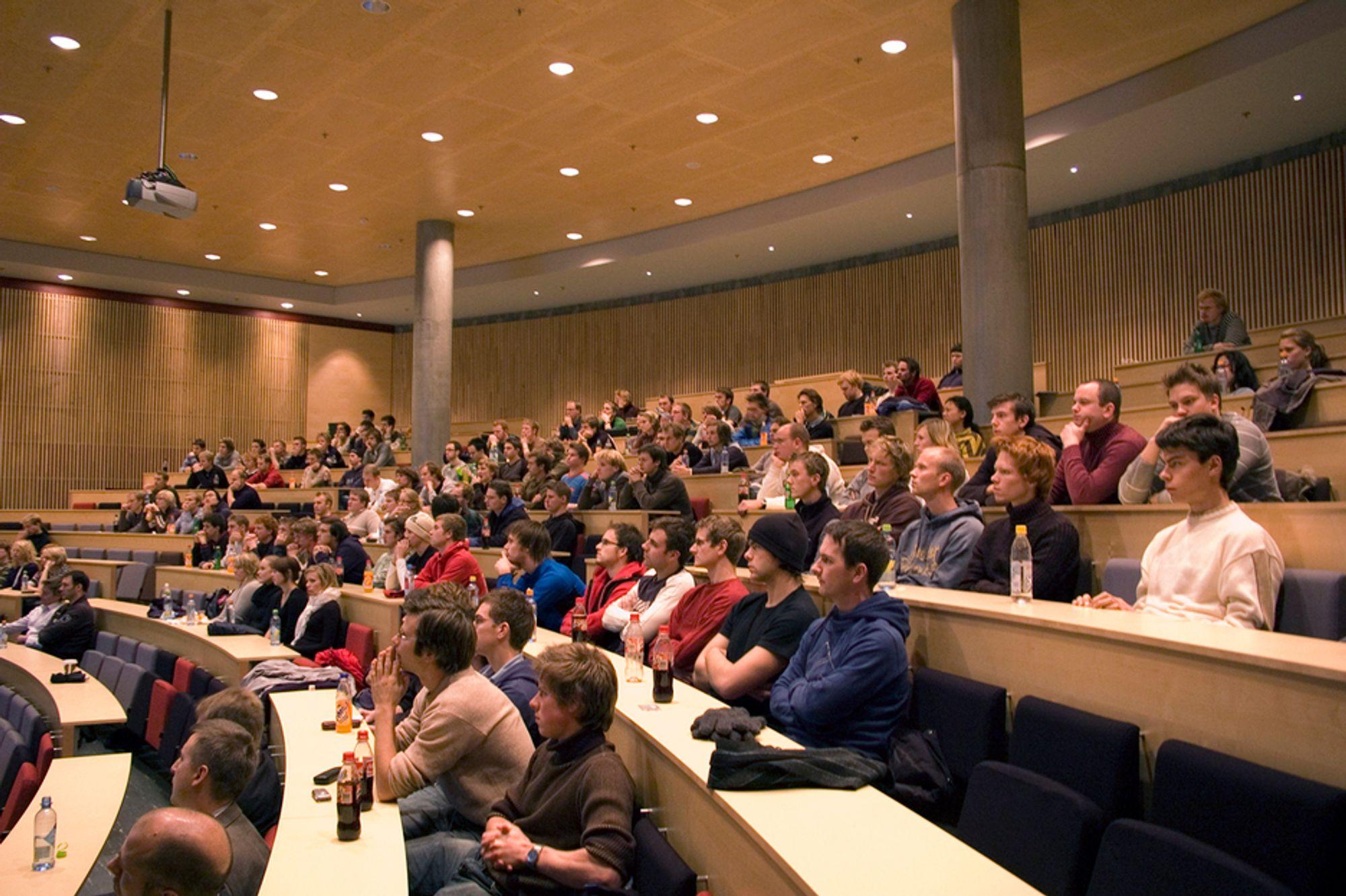 REALFAGSMANKO. Halvparten av ingeniørstudentene fullfører ikke studiene. Om få år vil Norge mangle 5-6000 ingeniører.
