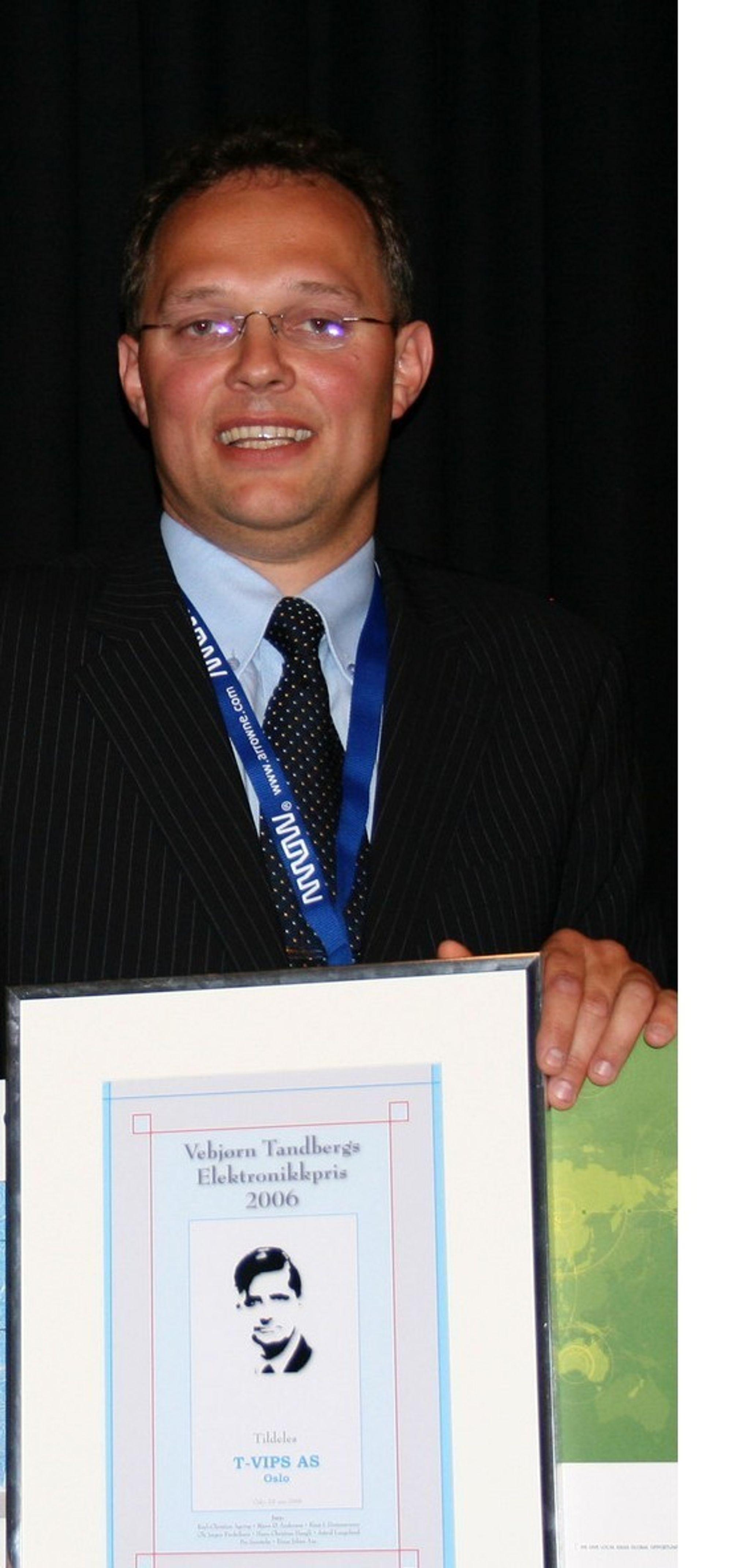 Administrerende direktør Johnny Dolvik tok i 2006 i mot Vebjørn Tandbergs Elektronikkpris på vegne av T-Vips AS. Nå i 2007 kjemper de om European ICT Grand Prize.