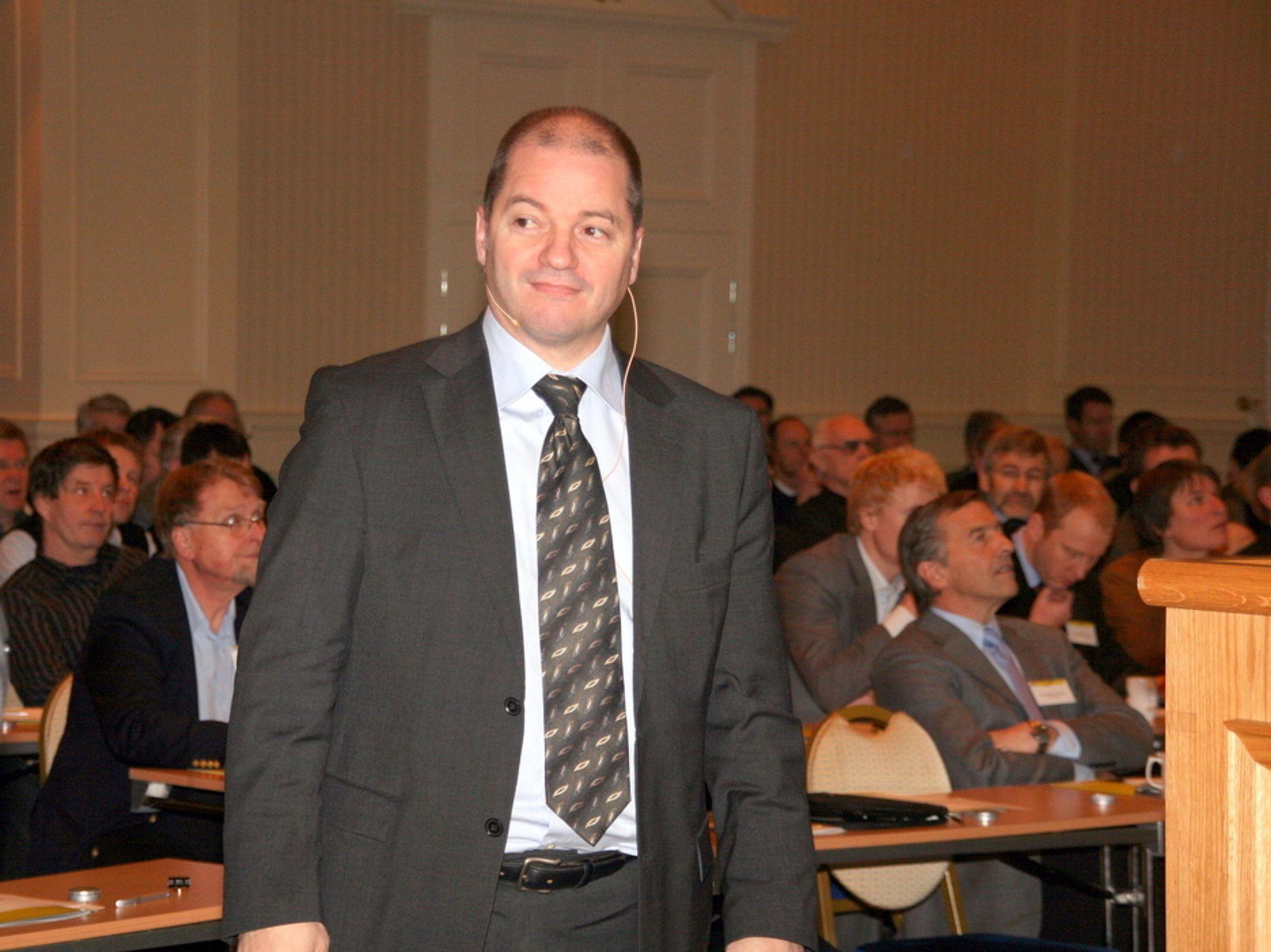 HAR TALT: Olje- og energiminister Odd Roger Enoksen ønsker ikke å utsette CO2-rensing av Kårstø.