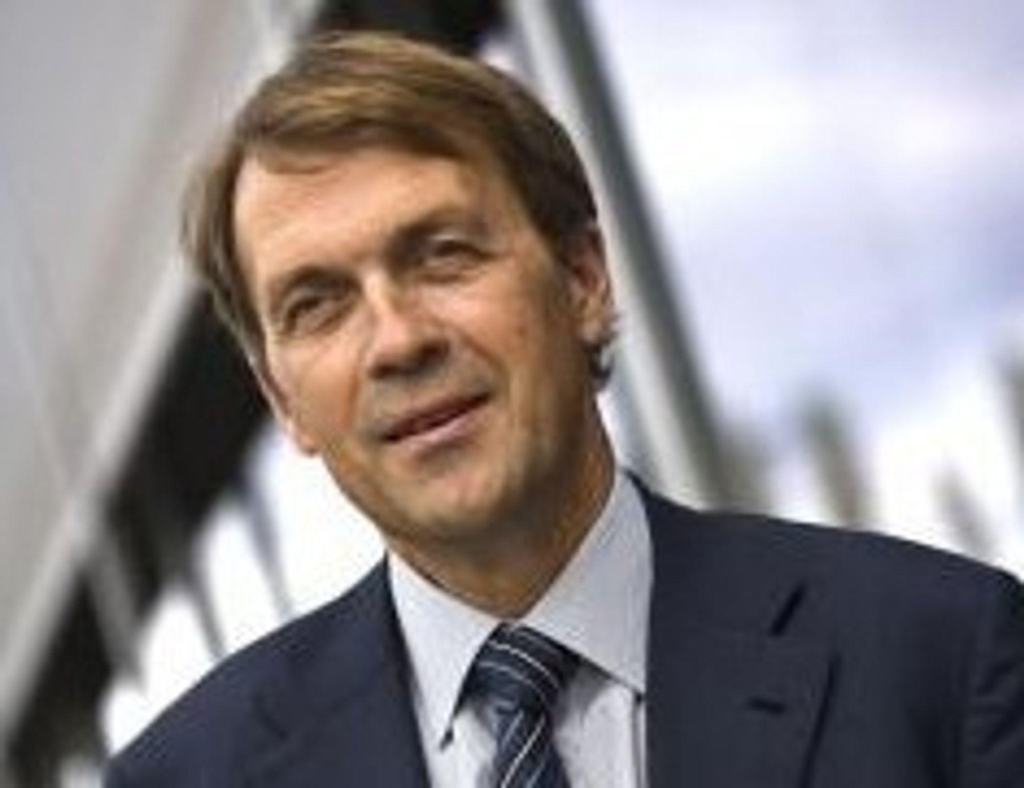 - LITE STRIDIGHETER: Hydro-sjef Eivind Reiten skryter av politikernes håndtering av StatoilHydro-fusjonen.