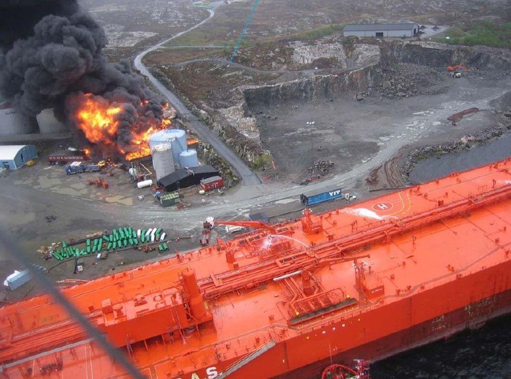 AVVIK: DSB har funnet mange avvik ved driften til Vest Tank forut for eksplosjonen i mai. Nå skal de se på flere sider rundt avfallsbransjen.