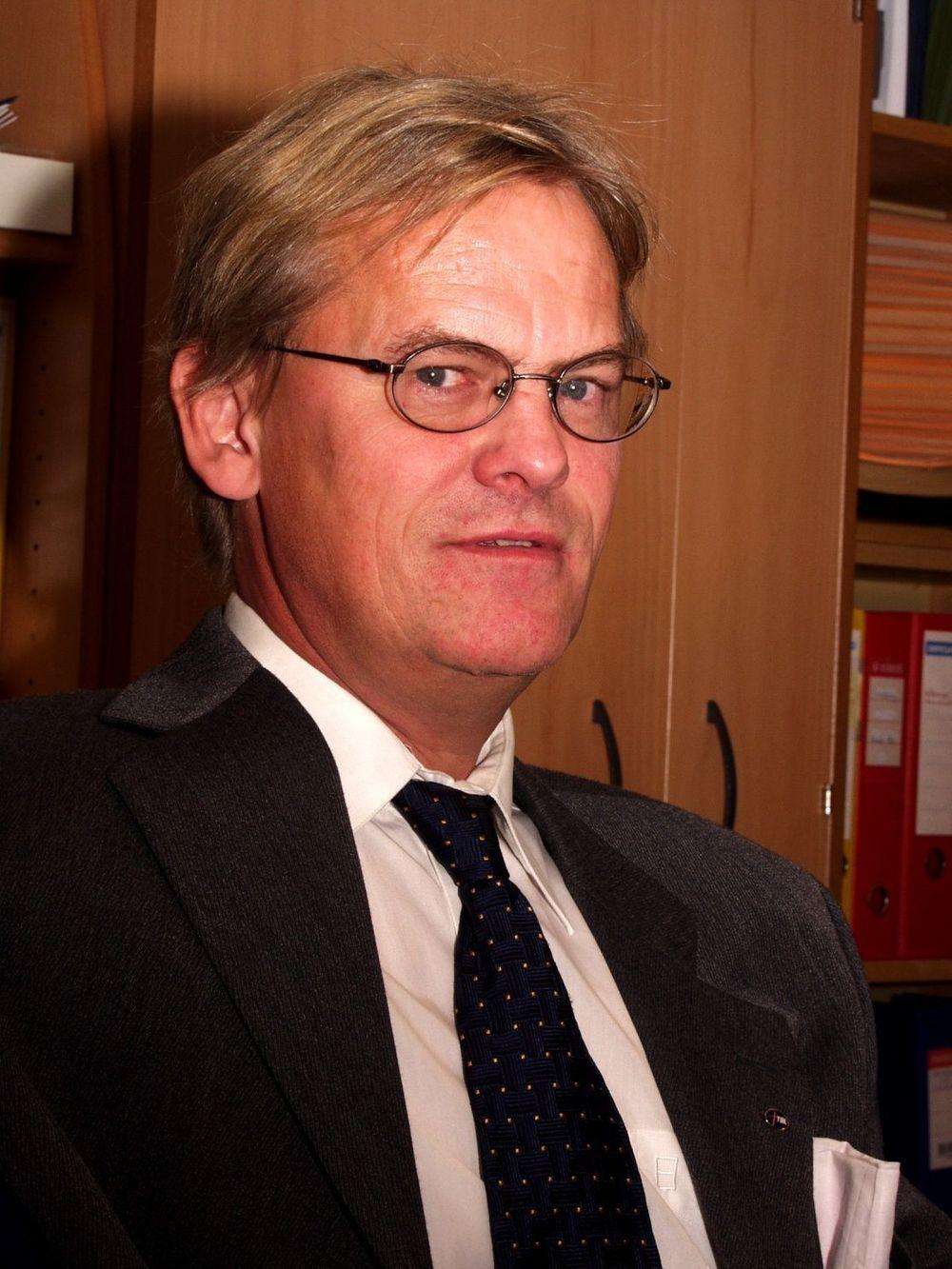 SINT: - Jeg frykter at månelandingsprosjektet på Mongstad ikke kommer norsk industri til gode i det hele tatt. Dette er å bruke statens midler for å konkurrere ut norsk industri og teknologi på eksportmarkedene. Men jeg gir ikke opp håpet om at utviklingen snus, sier Knut Aaneland i Norsk Industri.