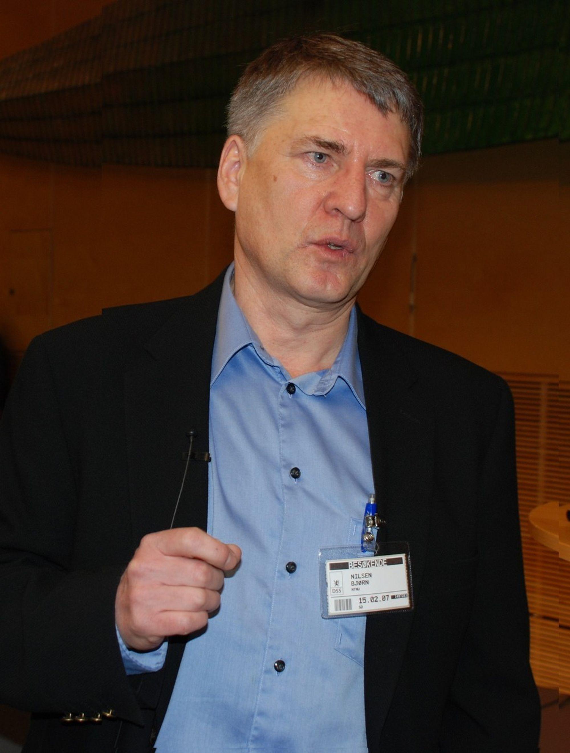 FOR TRANGT: - Det er for vanskelig å gjennomføre inspeksjon i mange tunneler, mener professor Bjørn Nilsen  ved NTNU som har ledet arbeidet med å gjennomgå raset i Hanekleivtunnelen.