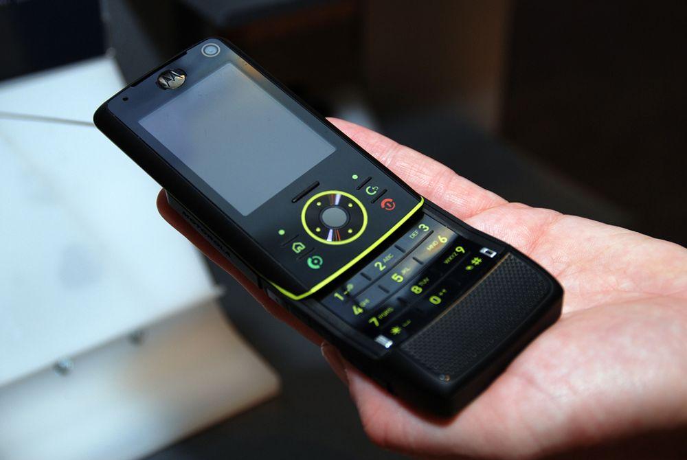 BLIR SVENSK? Motorola er verdens nest største produsent av mobiltelefoner. Nå ryktes det at svenske Ericsson vil kjøpe den amerikanske mobilprodusenten.