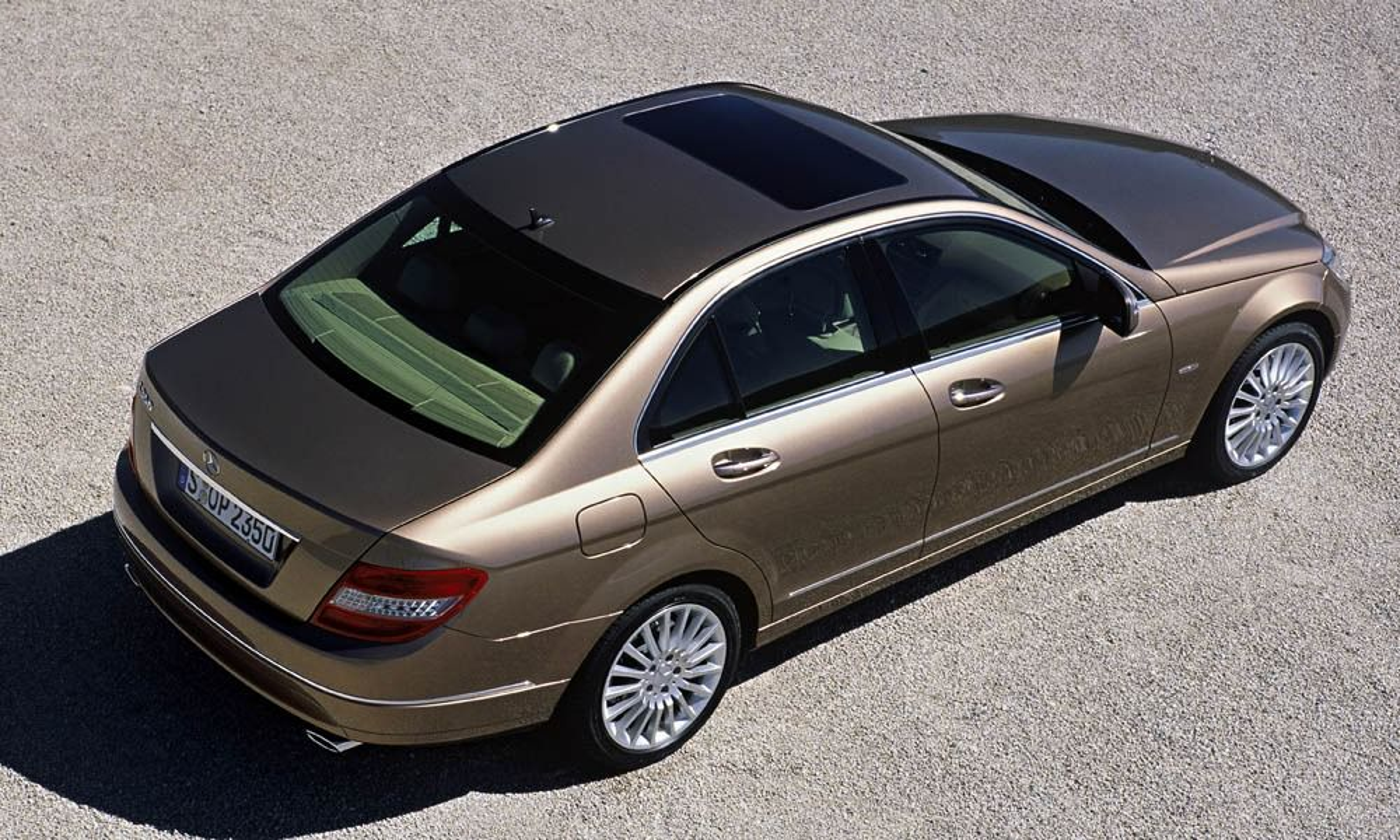 NY C: Slik ser den ut, nye Mecedes C-klasse. Fra 1. mai kan du løpe og kjøpe en!