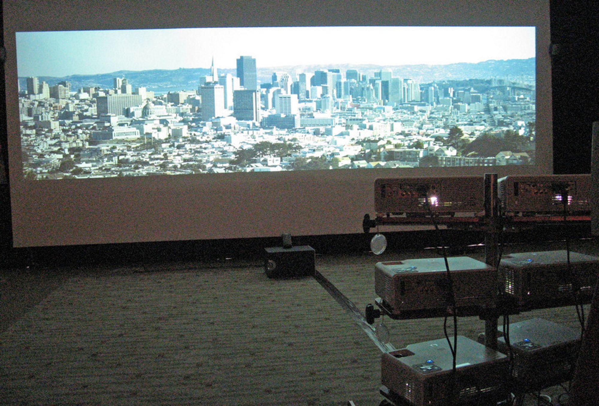 KINO:HPs nye sammenkoblingsteknologi kan skape superkino av mange billige projektorer.