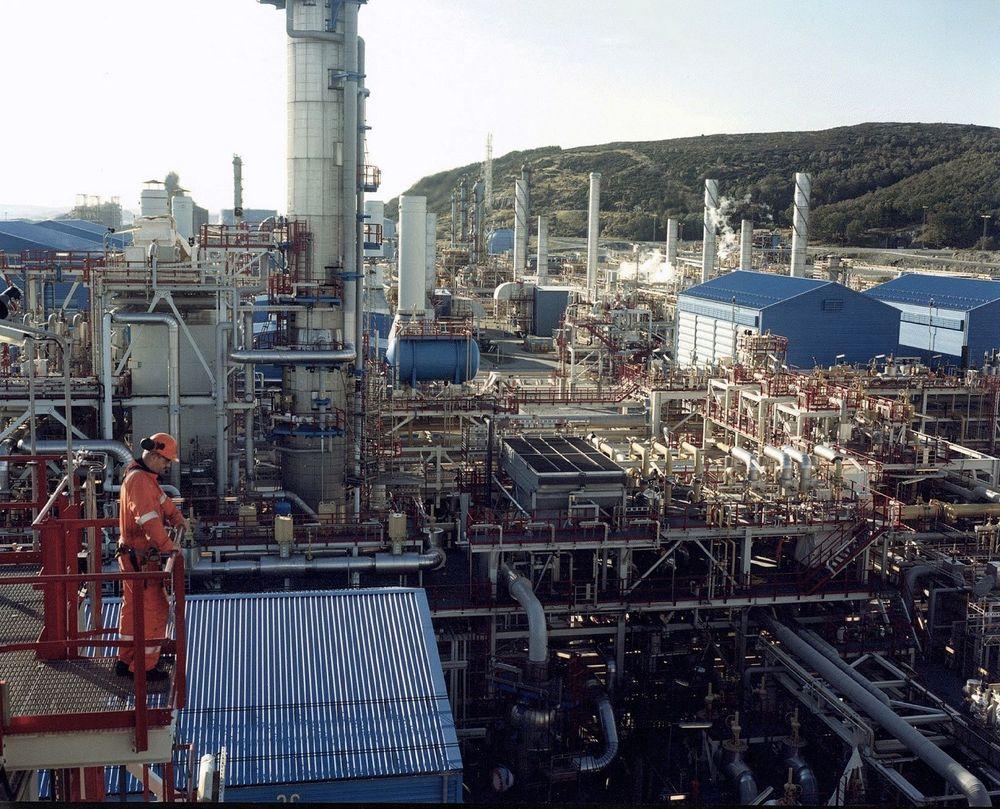 NY EPOKE: I 18 år har de komplekse prosessanleggene på Kårstø i stor grad vært styrt manuelt av operatørene. Nå tar avanserte supermodeller over. FOTO: ØYVIND HAGEN, STATOIL