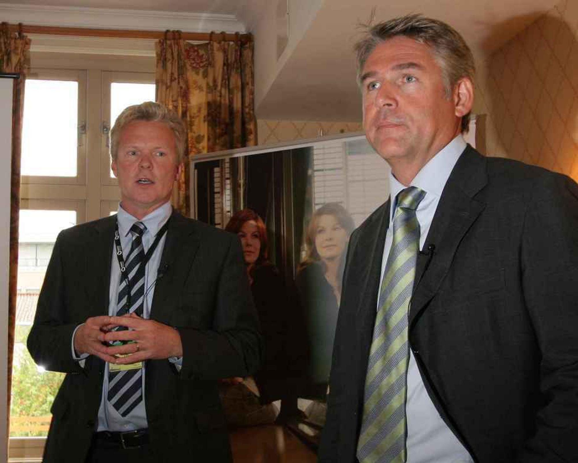 SAMMEN OFFENTLIG: Terje Mjøs og Olav Folkestad under pressekonferansen som nå pågår i Tønsberg.