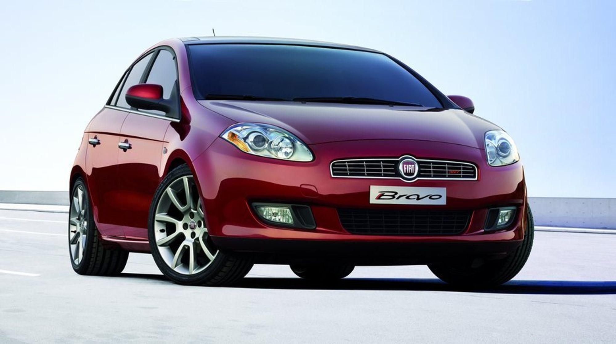 SIKKERT: Fiat Bravo er spekket med elektronik som skal gjøre bilen sikker: Ny generasjon ESP-system, antispinnfunksjonen ASR (Anti Slip Regulation), HBA (Hydraulic Brake Assistance) , ABS låsningsfrie bremser med elektronisk bremsekraftfordeling (EBD), og Hill Holder for bakkestart.  Av aktive sikkerhetssystemer finnes også mulighet for å velge bi-xenon frontlys og svingbare tåkelys som følger rattets bevegelser.