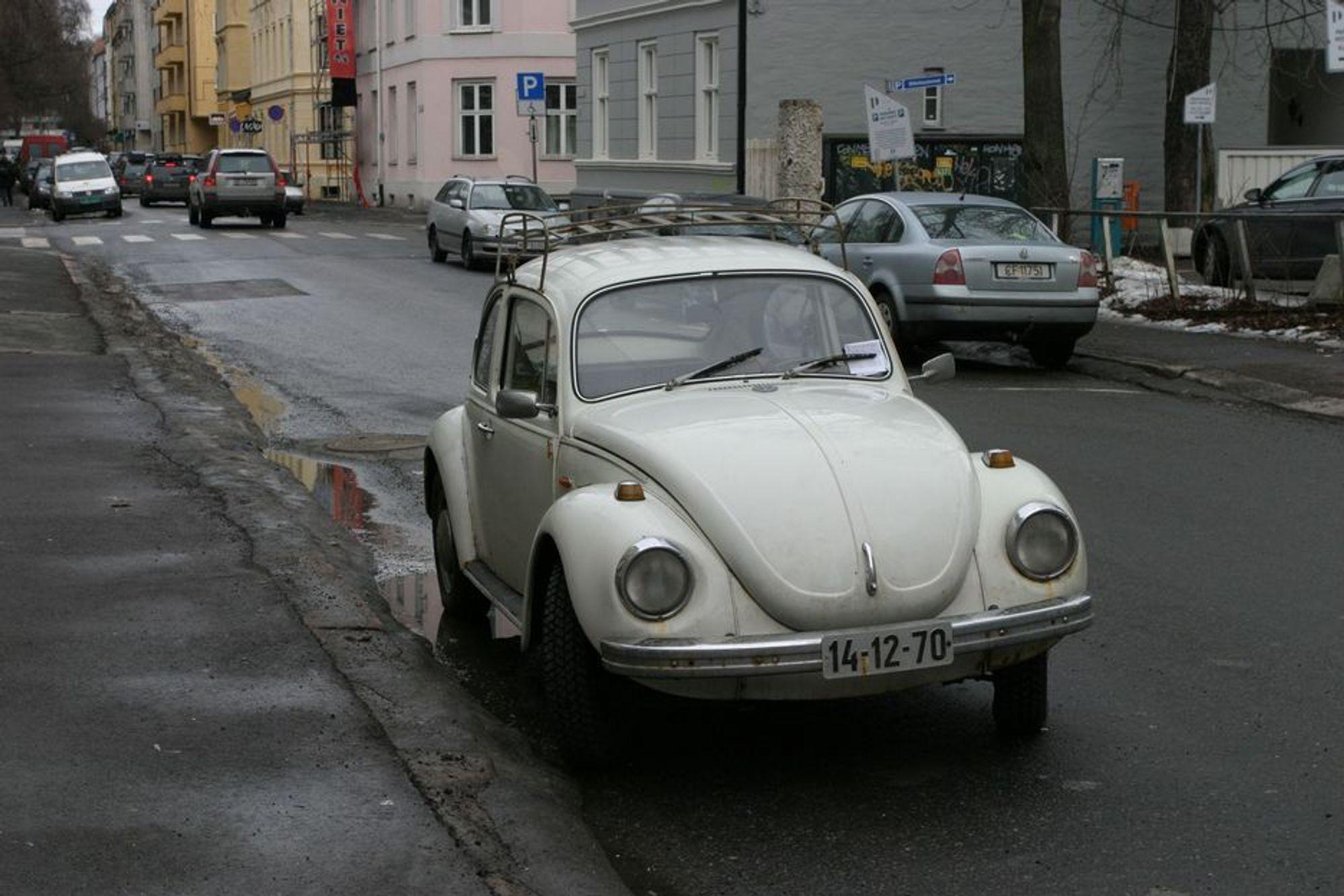 GAMMEL OG FARLIG: Seniorforsker Dagfinn Moe ved Sintef mener myndighetene må gjøre noe med avgiftssystemet på nye biler - for å få vekk de gamle bilene fra trafikken.
